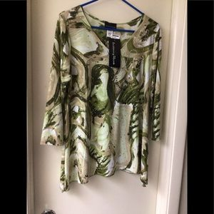 Brittany Black green top with sparkles NWT